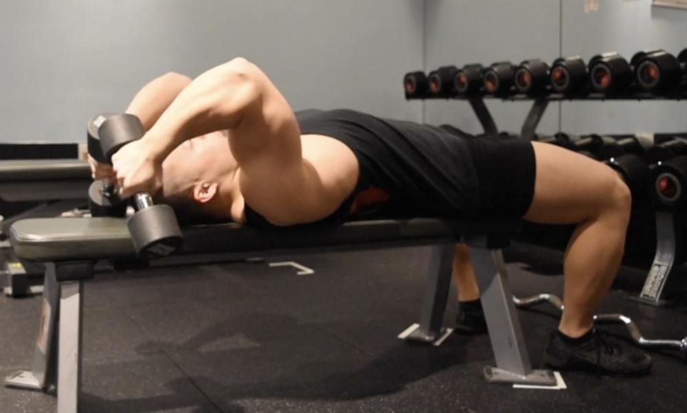 トライセプスエクステンションのやり方!上腕三頭筋に効くコツをダンベル・バーベル別に解説 | Slope[スロープ]